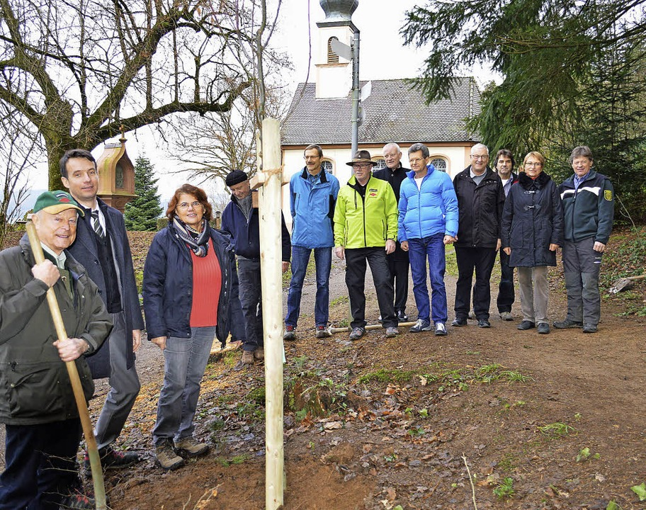 Vorstandsmitglieder vom Schwarzwaldver...eneiche auf dem Giersberg pflanzten.    | Foto: Gerhard Lück