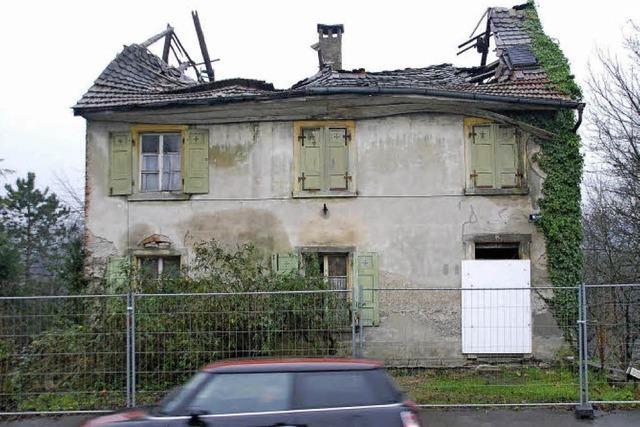 Die Stadt sichert ein baufälliges Haus