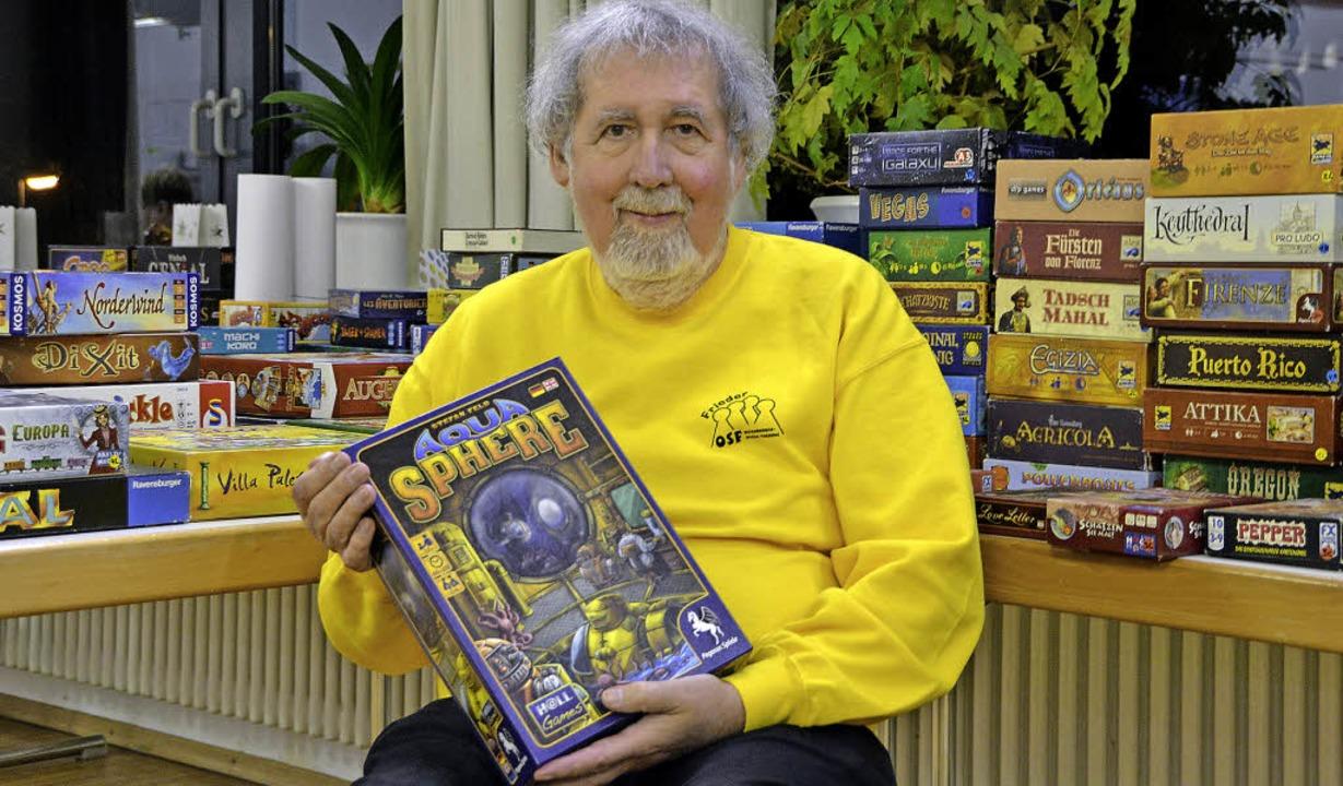 Frieder Benzings Lieblingsspiel ist de...enbacher Spieleerfinders Stefan Feld.     Foto: lge