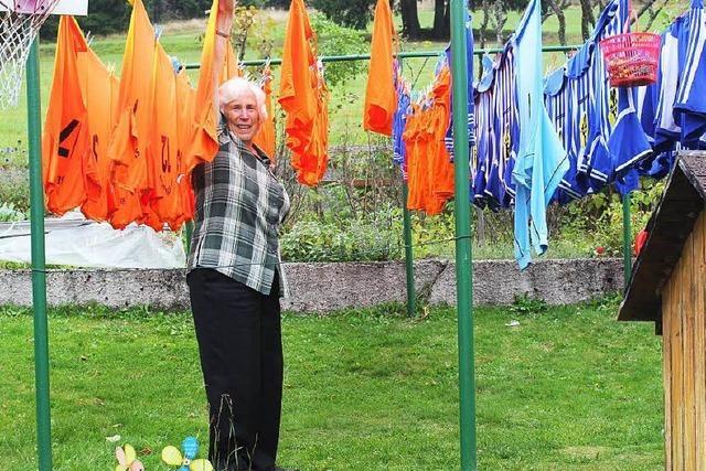 Ehrenamtliche wäscht 250.000 Trikots – nun ist Schluss