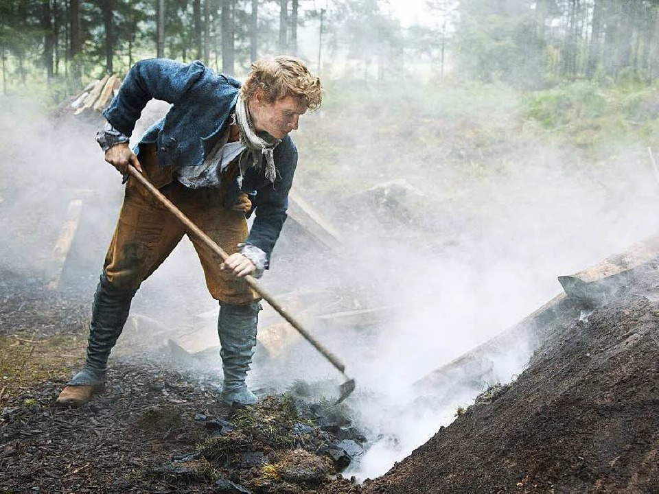 Original Schwarzwald: Der Köhler Peter...(Rafael Gareisen) muss  hart arbeiten.  | Foto: ZDF
