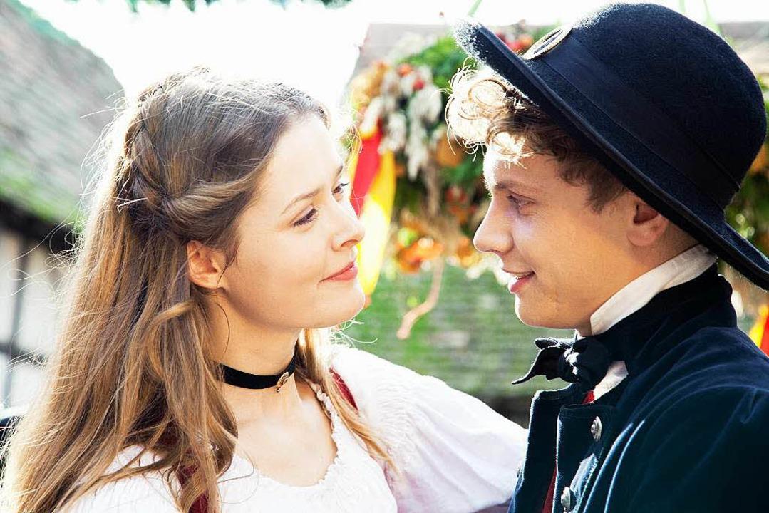 Er verliebt sich in Lisbeth (Laura Louisa Garde).  | Foto: ZDF