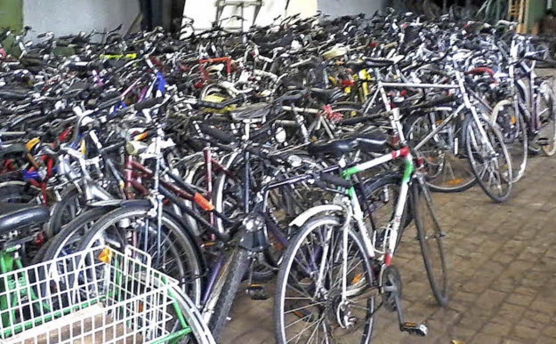 600 Räder gehen am Montag auf die Reise nach Eritrea.   | Foto: privat