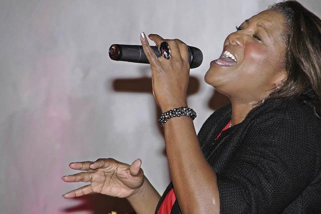 Tracey Jane Campbell singt in der evangelischen Kirche in Neuenburg