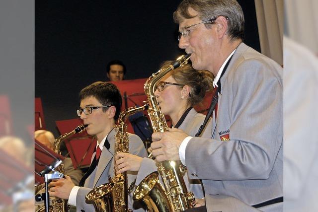 Orchester versetzt mit Krimi-Sound in Spannung