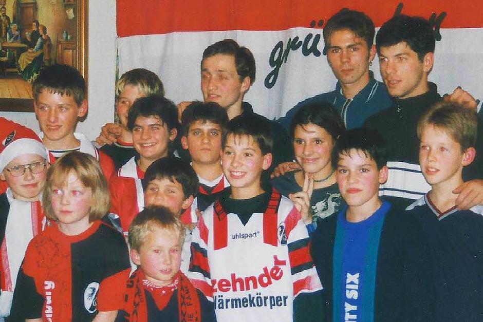 Weihnachtsfeier 1998 in Oberwinden mit den SC-Spielern Alexander Iashvilli, Daniel Schuman und Levan Kobiashvilli (hinten, von links) (Foto: Daniel Fleig)