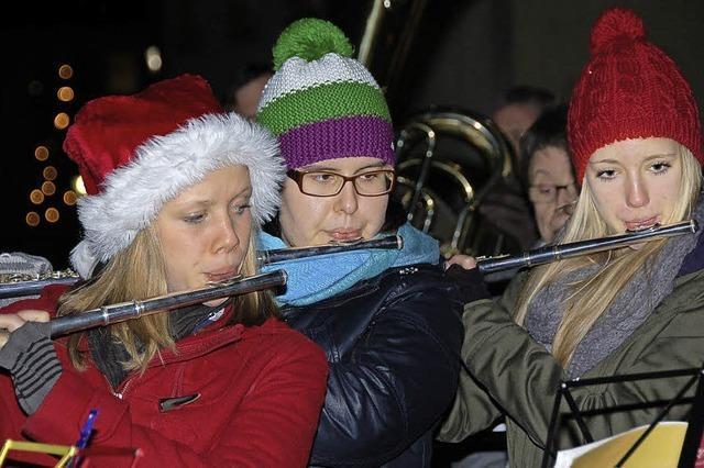 Stadtmusik verbreitet Weihnachtsstimmung