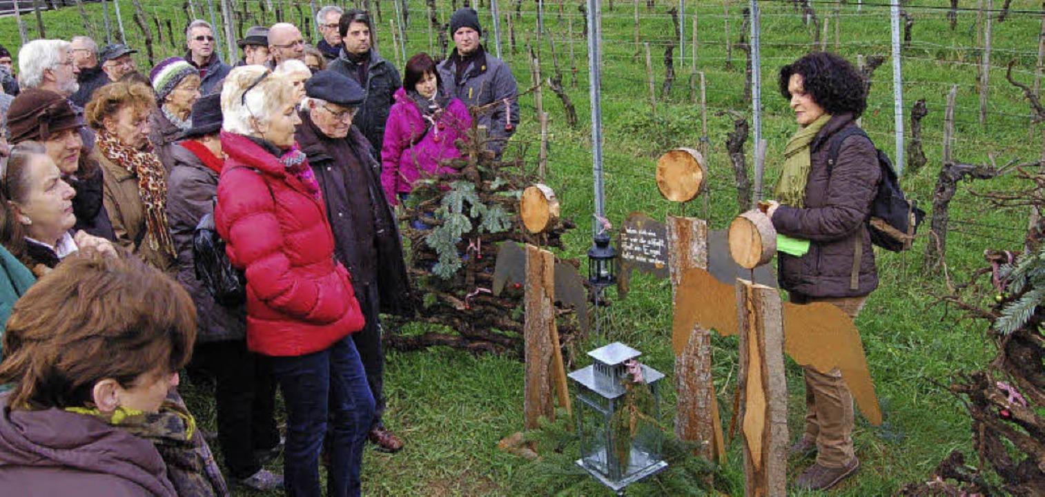 Rosemarie Riesterer erzählt Geschichten auf dem Engelweg.   | Foto: Christian Ringwald/Otto Binder