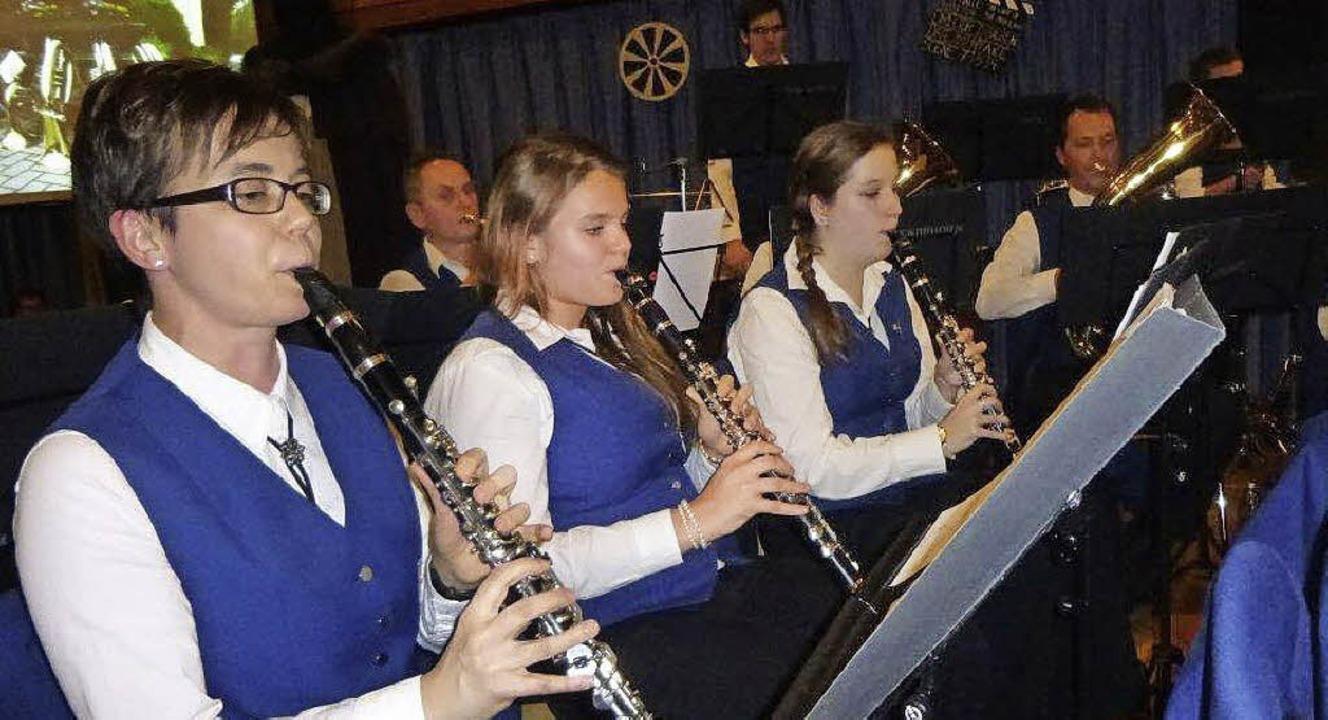 Musik aus Filmen spielten die Musikeri...ker aus Schallstadt und Wolfenweiler.   | Foto: Anne Freyer