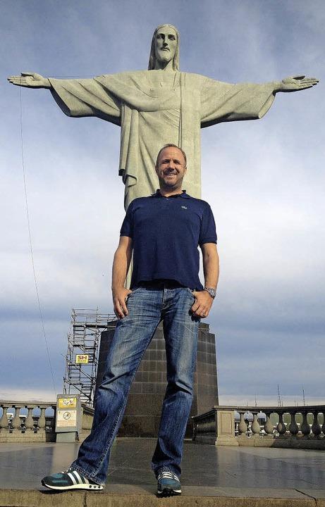 Mit Jesus im Rücken: Sportredakteur René Kübler  | Foto: -