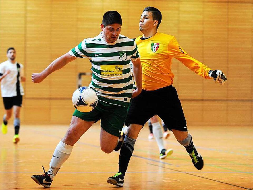 Entwischt: René Wagner, mit dem FC Hau...ordo (CSI Laufenburg, rechts) am Ball.    Foto: Meinrad Schön