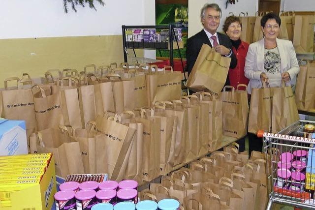 150 Geschenktüten für Bedürftige