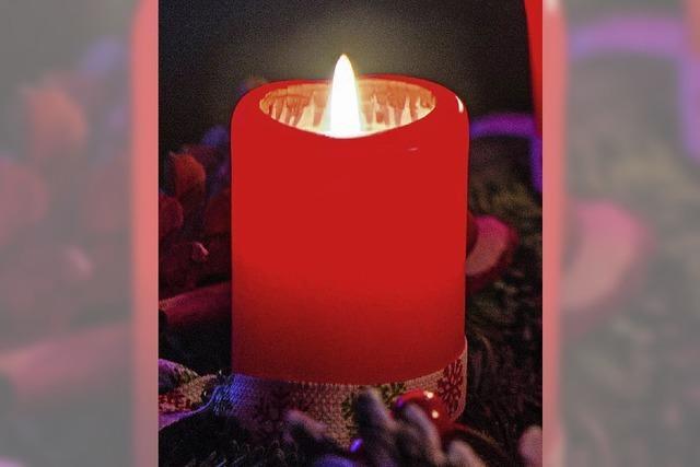Einzug im Kerzenschein zum klingenden Advent