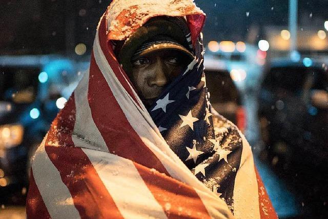 Polizist erschießt schwarzen Jugendlichen nahe Ferguson