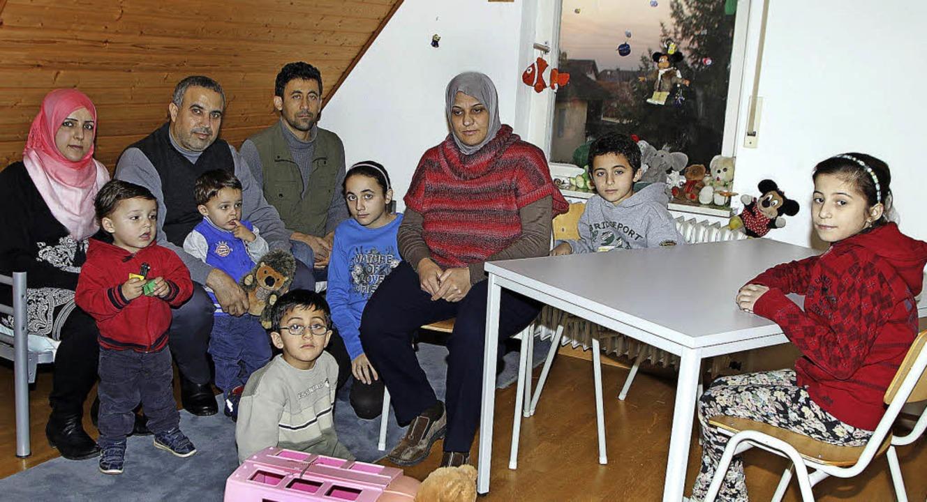 Die  syrische Asylantenfamilie (von li... eine vorübergehende Bleibe gefunden.   | Foto: heidi fössel
