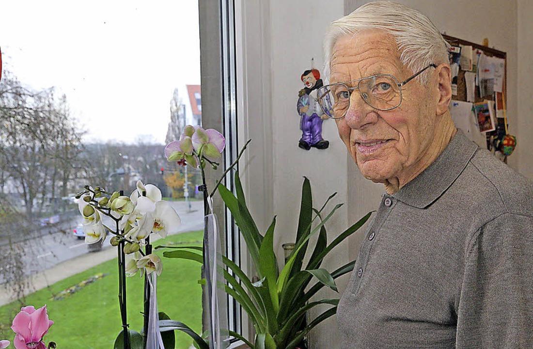 Rolf Haberer kann von seinem Fenster a...ns hat er mitgestaltet und miterlebt.     Foto: Peter Heck