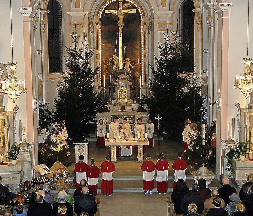In der Festmesse am Heiligen Abend Pfa...ristlicher Ausgrenzung und Intoleranz.    Foto: Jutta Binner-Schwarz