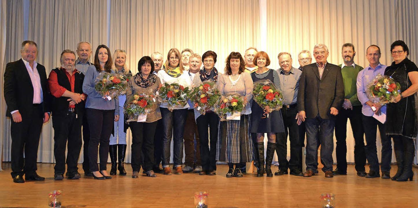 Ehrungen langjähriger Mitarbeiter und ...Heizmann, rechts  Franziska Heizmann.     Foto: Paul Berger