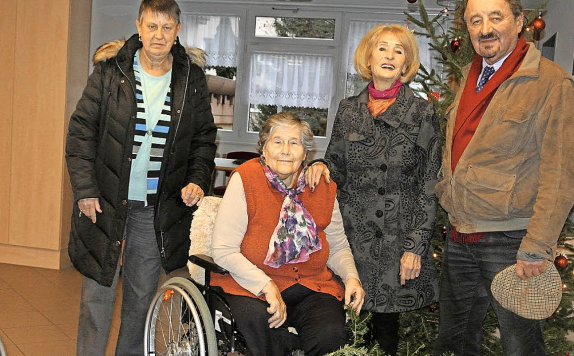 Heimbeirätin Ute Backmeier, Heimbeirät...ölle gespendeten  Gämsen (von links).     Foto: Karin Maier