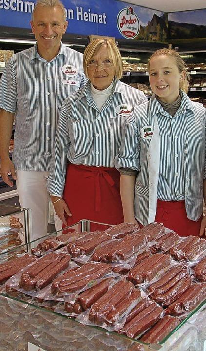 Inhaber Hermann Linder, Erika Roth, un...gerin Svenja Spitzmüller (von links).     Foto: Grättinger