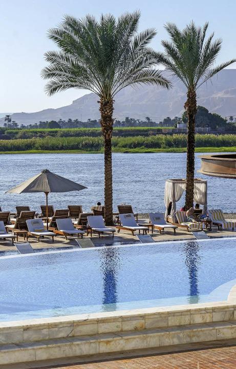 Lahmender Tourismus: Die Liegen um die...ischen  Luxor sind  weitgehend leer.    | Foto: dpa