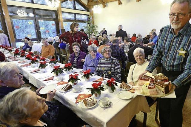 Menschen ohne Angehörige feiern Weihnachten im Franziskussaal im Freiburger Stadtteil Wiehre