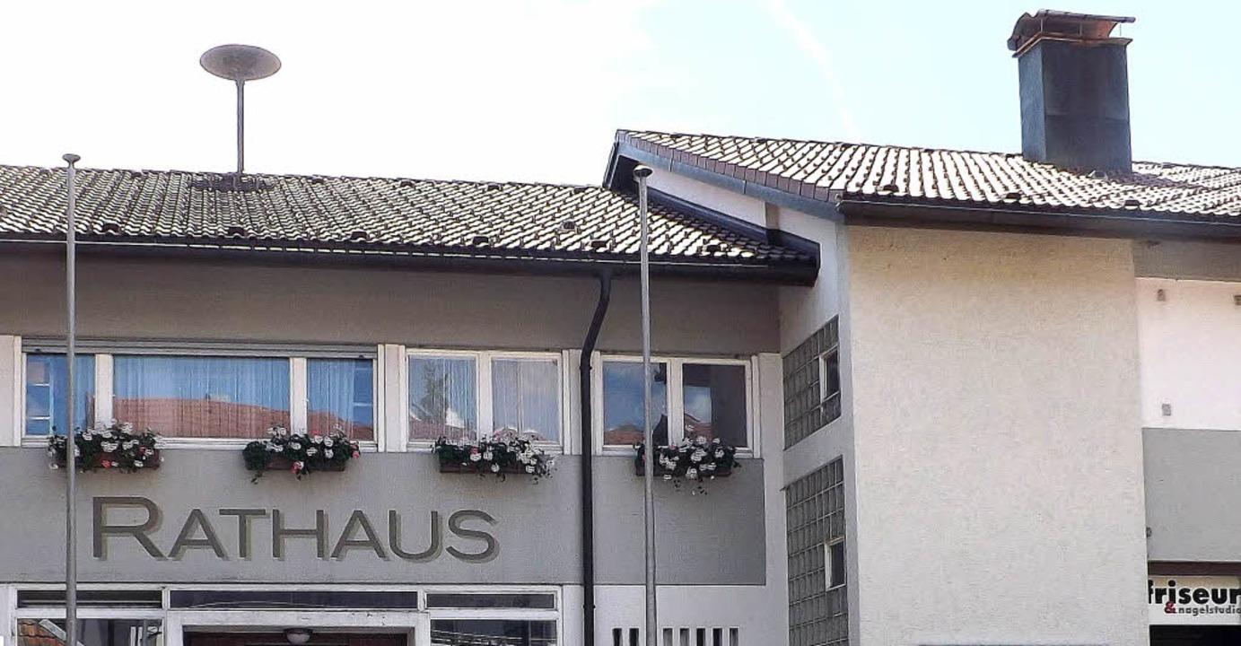 Neues Rathaus am alten Standort? Zunäc...on Herrischried ein Raumprogramm her.     Foto: Wolfgang Adam