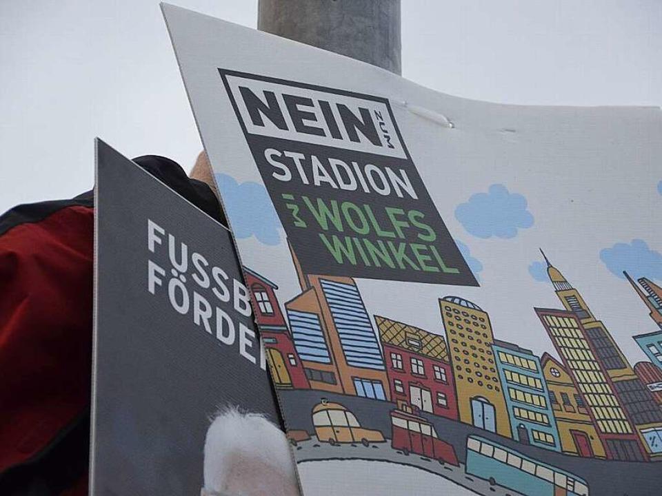 Auch auf der Straße hat der Wahlkampf begonnen.  | Foto: Marius Buhl