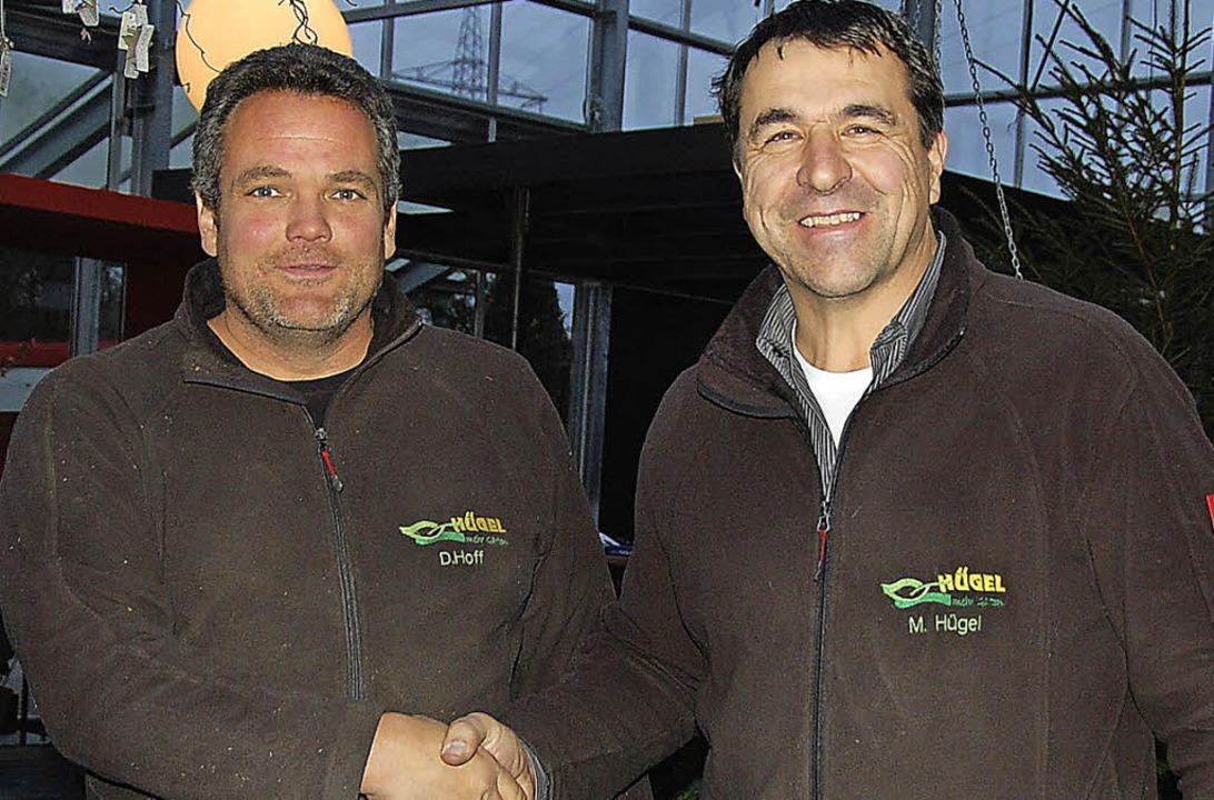 Markus Hügel (rechts) gratuliert Dominik Hoff.    Foto: Herbert Frey