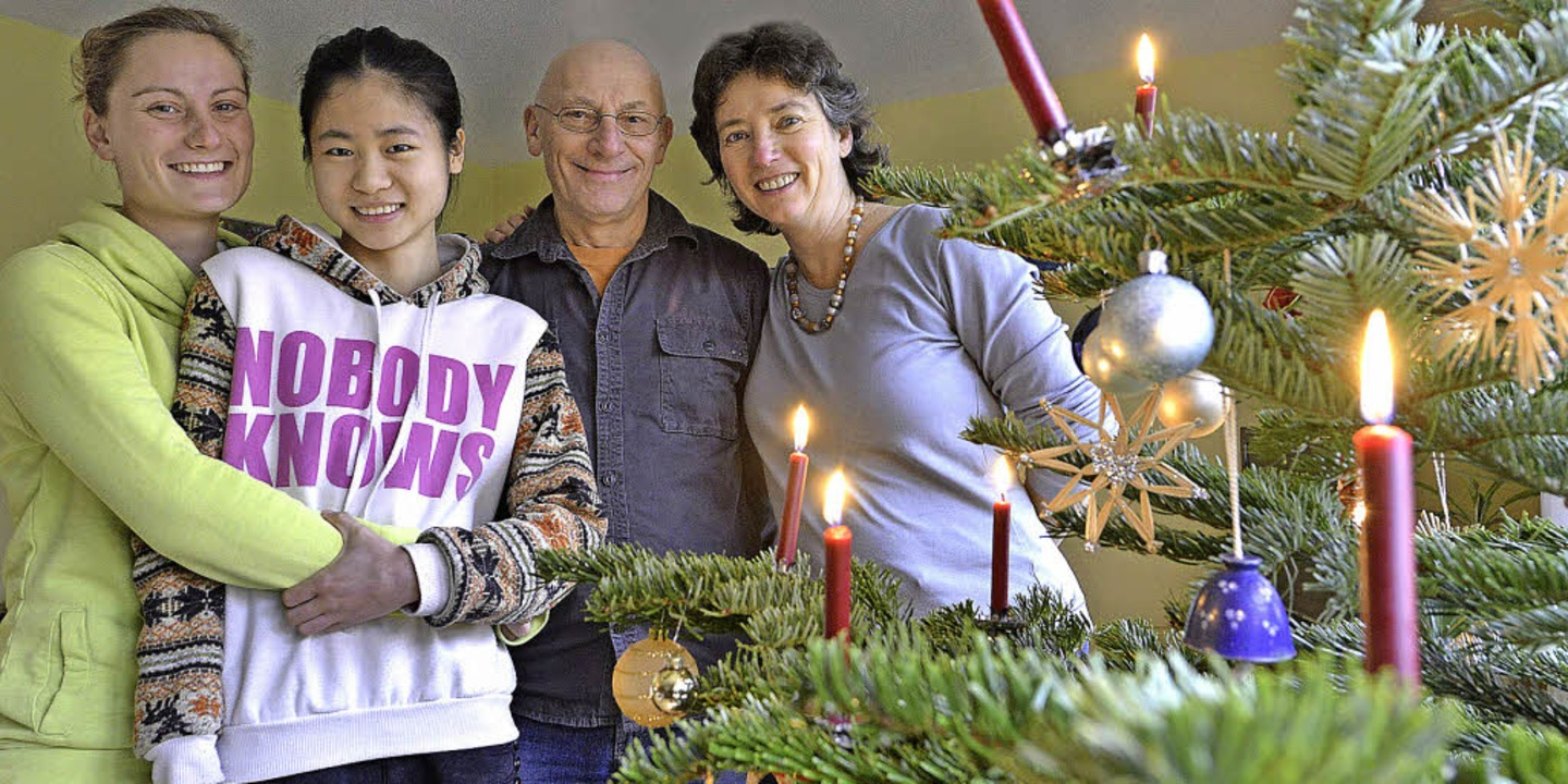 Familie Freudenberger mit ihrem chines...Weihnachtsgast Xinyi Shi (2. v. links)    Foto: michael bamberger