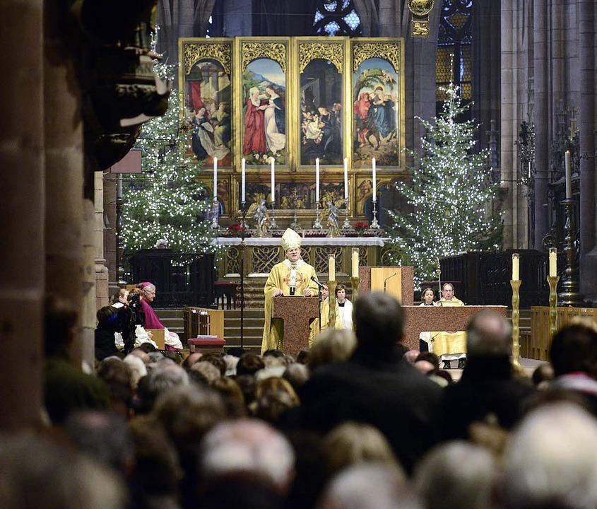 Erzbischof Stephan Burger bei seiner ersten Weihnachtspredigt im Münster.  | Foto: Ingo Schneider