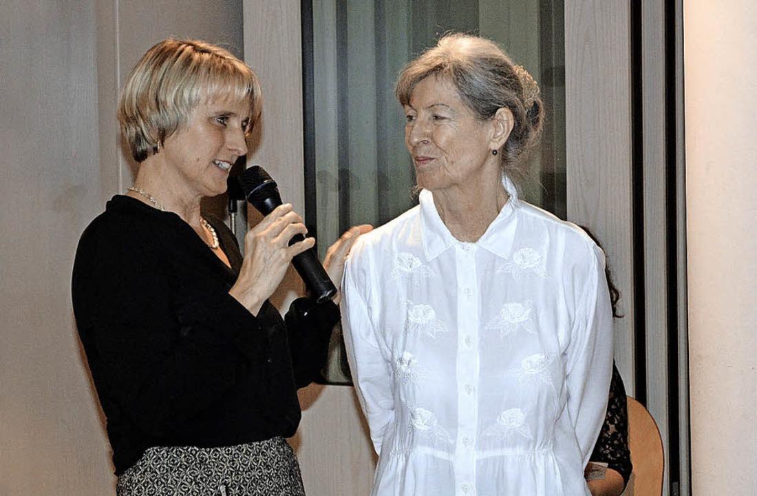 Betriebs- und Hausleiterin Irene Lorenz mit Marga Lindenthal     Foto: ZVG
