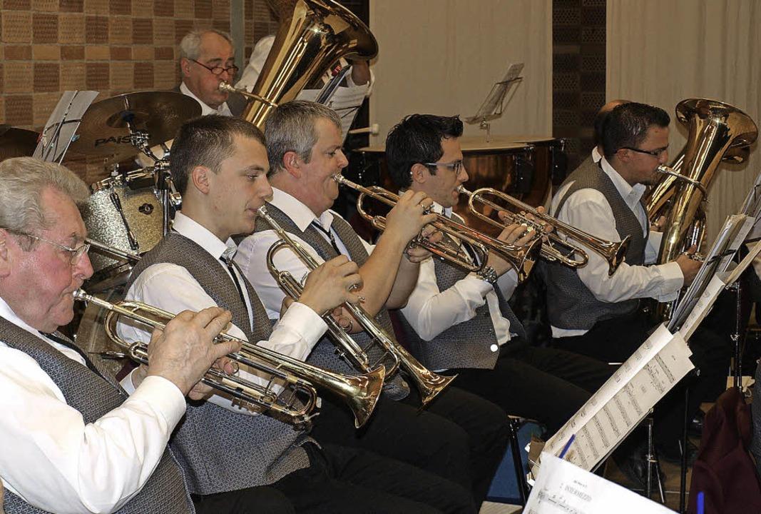 Die Hauinger Musiker ernten viel Beifall bei ihrem Jahreskonzert.   | Foto: Paul Schleer
