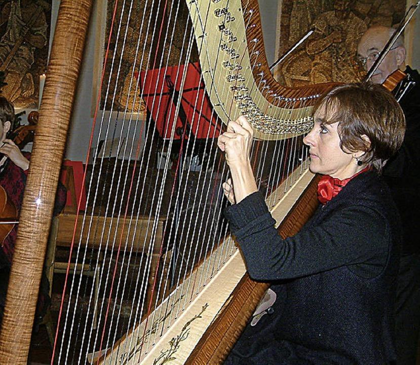 <Text>Die Harfenistin Caroline Grandho...zert von Musica Antiqua Basel </Text>     Foto: Frey