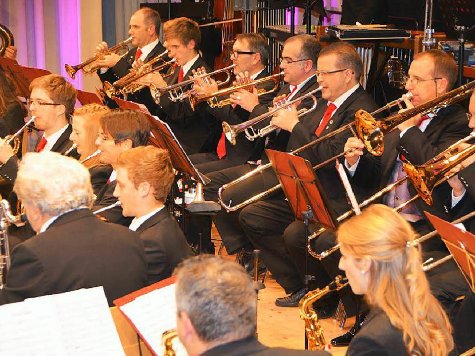 Volle Konzentration, nicht nur bei den... rechts  Vorsitzender Ingo Finkbeiner.  | Foto: Sylvia-Karina Jahn