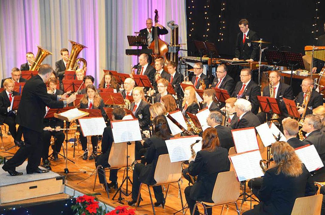 Dirigent Stephan Rinklin in seinem Element.  | Foto: Sylvia-Karina Jahn