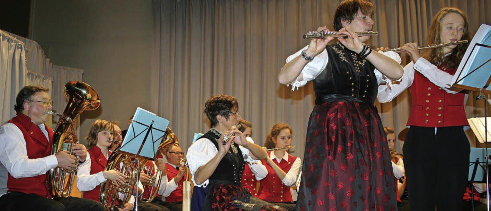 """Das Solo für zwei Flöten bei """"Bo...Hebel. Sie ernteten reichlich Applaus.    Foto: Dieter Maurer"""