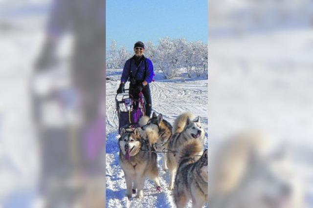 Starker Mann mit Hundeangst