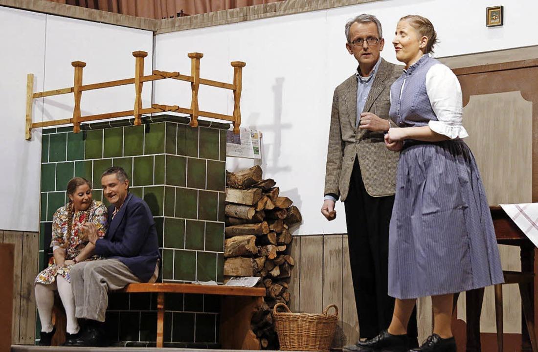 Eine Szene aus dem Theaterstück &#8222...tenkapelle Dörlinbach aufgeführt hat.   | Foto: Heidi Fössel