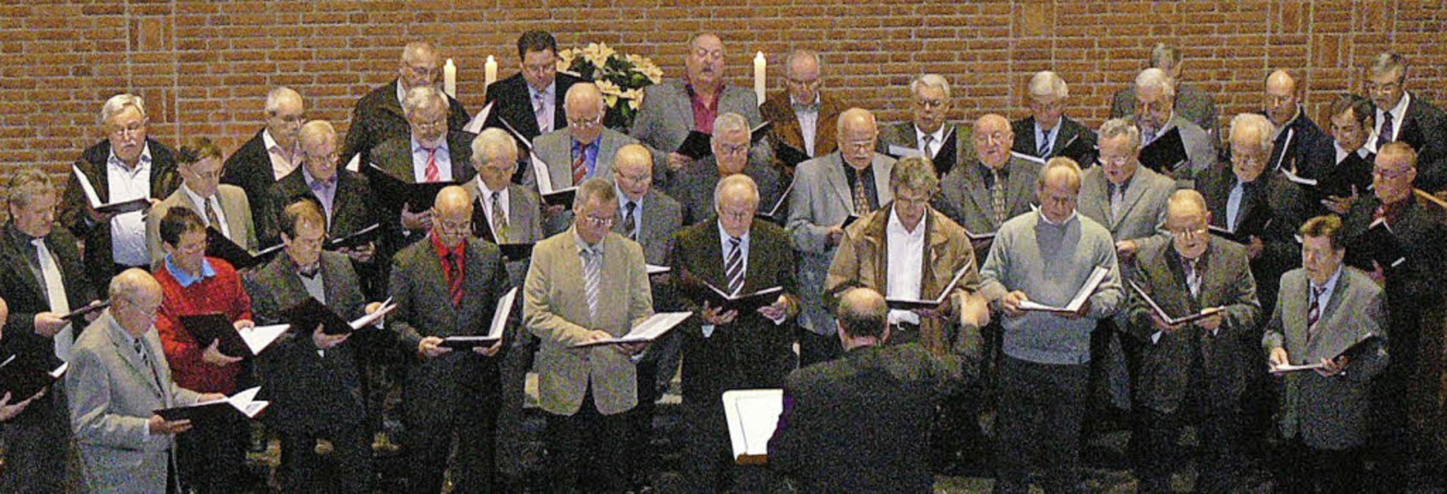 Der Männergesangverein Harmonie Ichenh...traditionellen Weihnachtsliedersingen     Foto: Dieter Fink