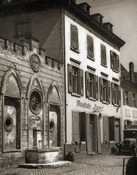 Zweimal zerstört und erst 1957 endgült...äude II (links auf dem rechten Bild).     Foto: Stadtarchiv/Michael Bamberger