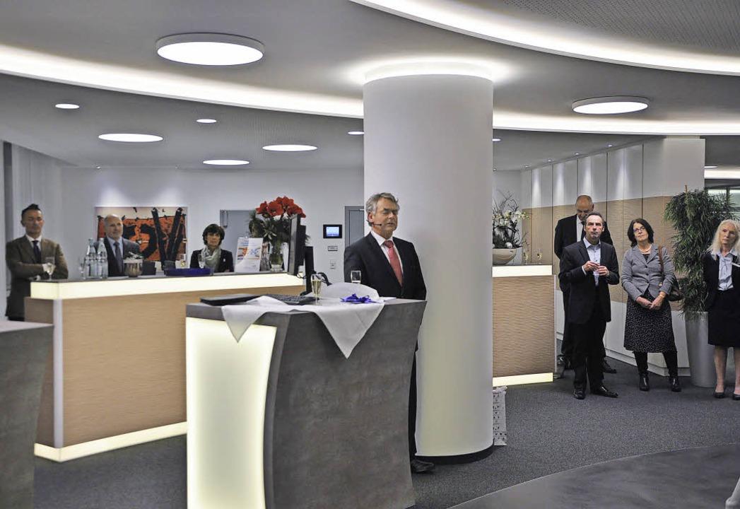 <Text>Vorstandsmitglied Erhard Stoll (...aute Volksbank in Staufen ein.</Text>   | Foto: Rainer Ruther