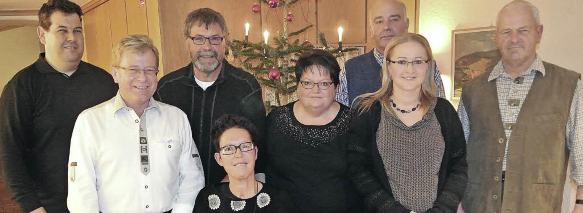 Der GVV-Vorsitzende Peter Schelshorn (...chiedet wurde (alle Namen von links).     Foto: maier