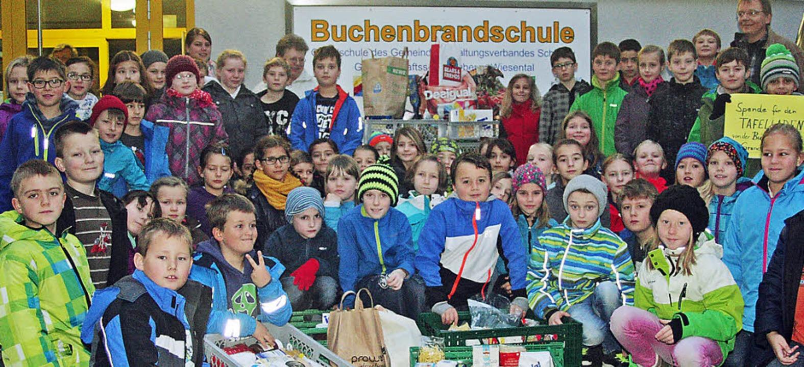 150 Kilogramm Lebensmittel eingesammel...dschüler der Buchenbrandschule Schönau    Foto: zvg