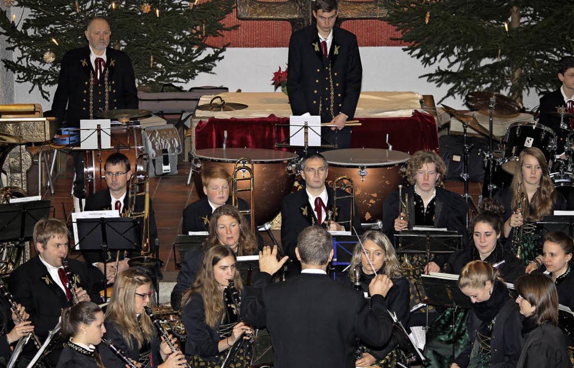 Rund 60 Musiker hat die Trachtenkapelle Häusern.  | Foto: Cornelia Liebwein