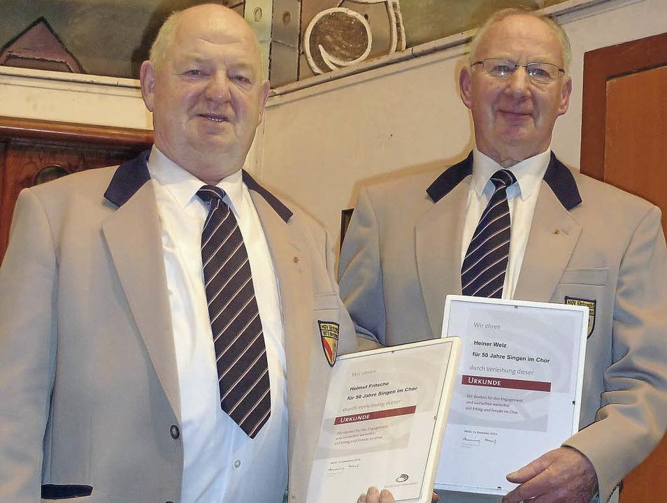 Helmut Fritsche (links) und Heinrich W...Deutschen Chorverbandes ausgezeichnet.  | Foto: Karlernst Lauffer