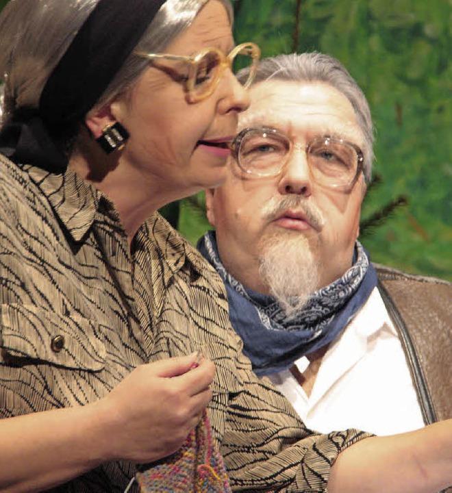 Opa Karl und Oma Lena möchten das Lebe... da nur nicht der Ärger mit den Erben.  | Foto: jörn kerckhoff