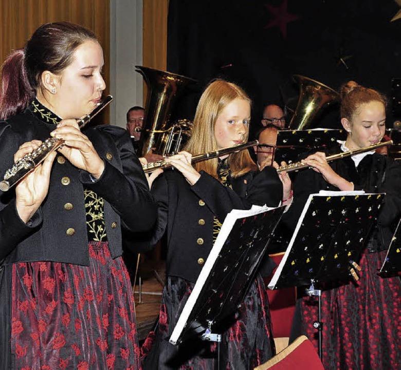 Die Querflötistinnen Stefanie Thoma, L...ien Thome (von links) bei einem Solo.     Foto: Stefan Pichler