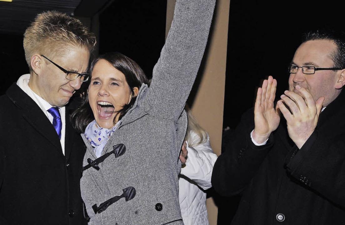 Das Bild der Bürgermeisterwahl: Kai-Ac... als fairer Verlierer spendet Beifall.  | Foto: Bernhard Rein (8), Privat (2)