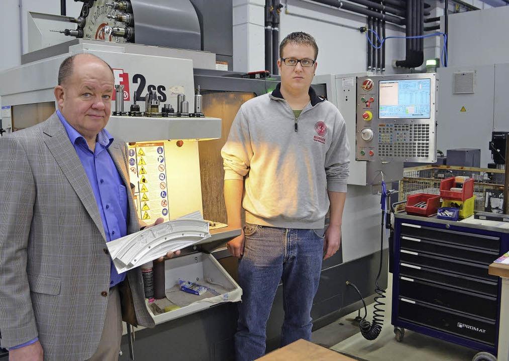 Die Erich Burger GmbH nimmt in Winden ...r Klaus, links,  und Mathias Burger).     Foto: Archivfoto: Nikolaus Bayer